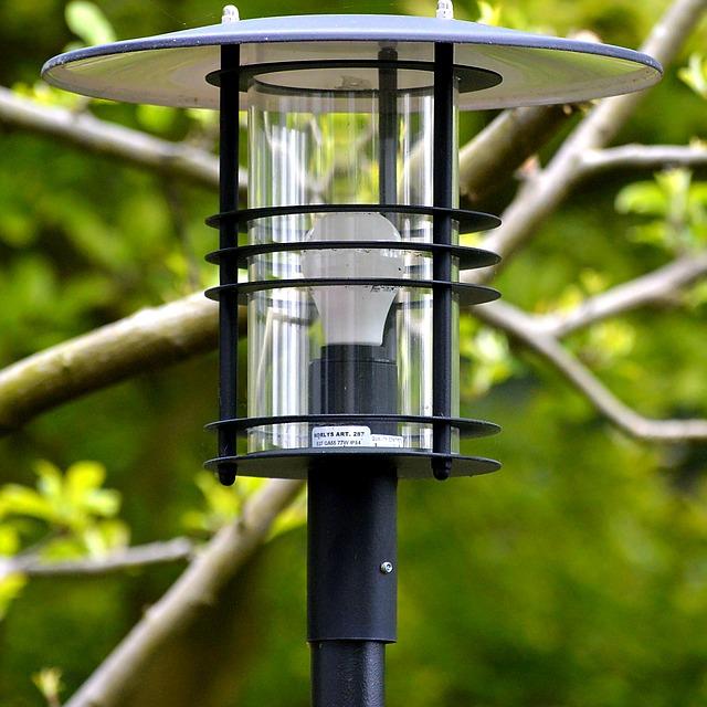 wybór oświetlenia do ogrodu